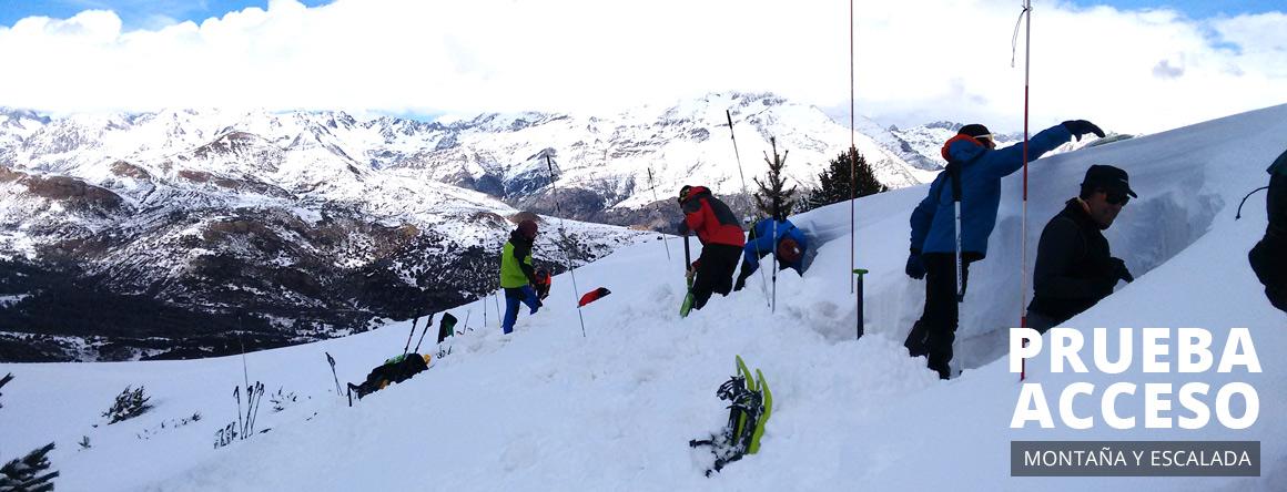 Alumnado realizando la formación de Montaña y Escalada