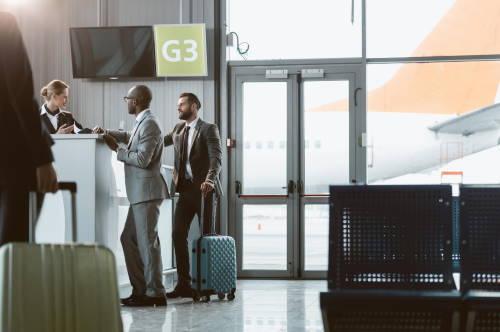 atencion pasajeros azafata de vuelo